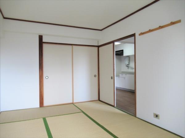 和室約4.5帖 日当たりが良いお部屋です
