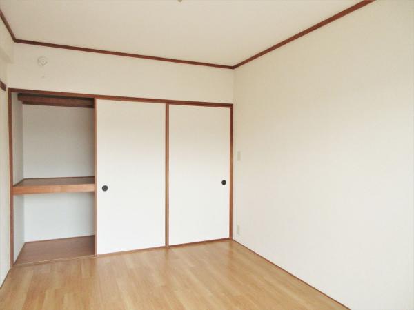 洋室(約6帖)の収納です。幅があり収納力◎