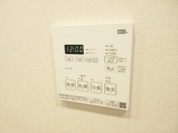 換気や室温調整に便利な浴室換気暖房機有