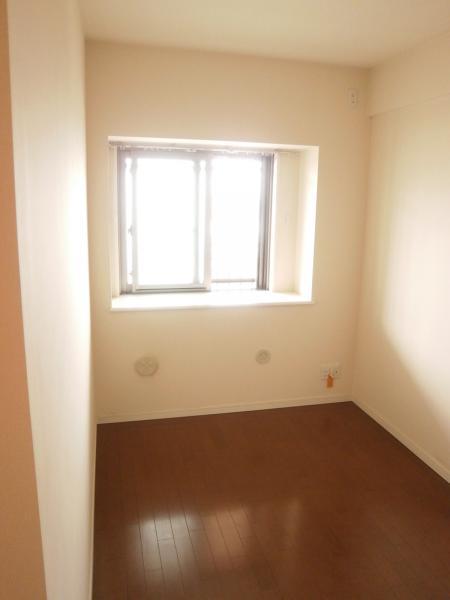 洋室5.2帖 出窓はペアガラス仕様です