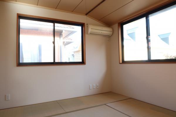 リビング隣の約6帖の和室です。