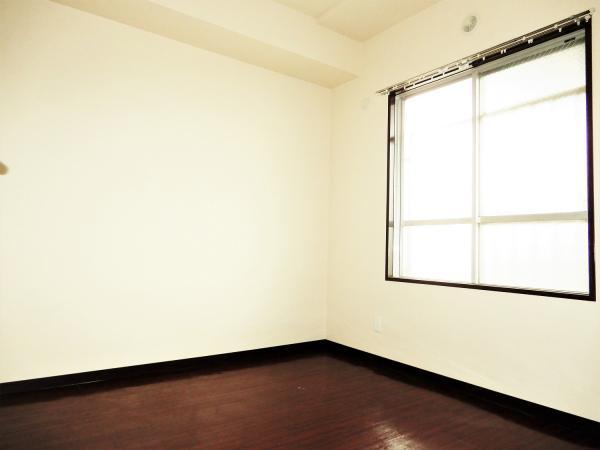 共用廊下側の洋室(約4.5帖)