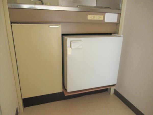 キッチンにミニ冷蔵庫(機能保証無し)