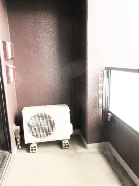 便利なハンドシャワー付の洗面化粧台。