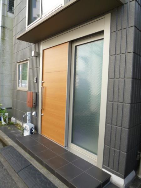 玄関は引き戸仕様となっております