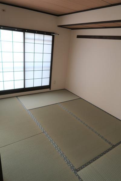 畳交換済み、襖・障子貼り替え済み い草が香る和室です