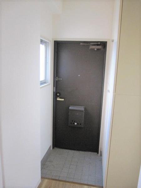 玄関、小窓付き