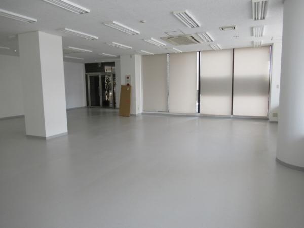 室内は広々とした空間です