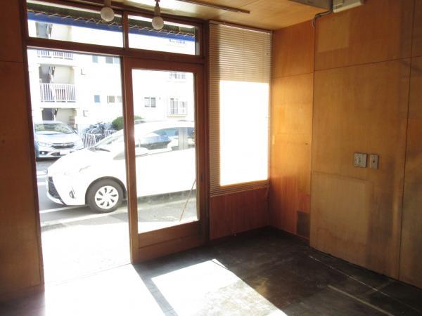 店舗内入口側撮影