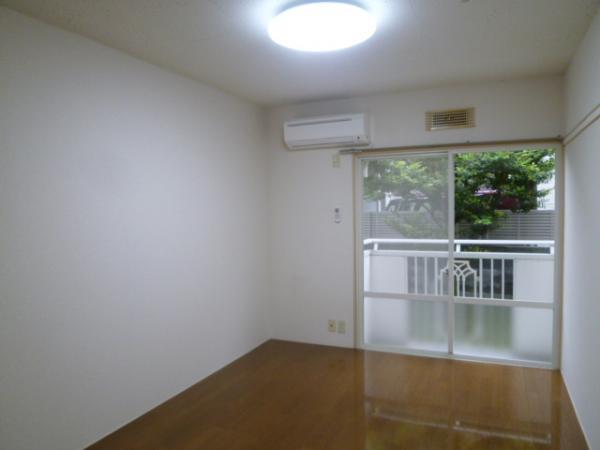 梁がなく家具設置がしやすい6帖の洋室