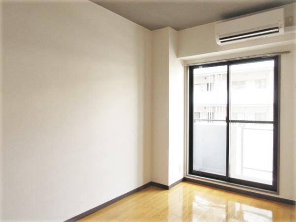 洋室約4.8帖・エアコン付き