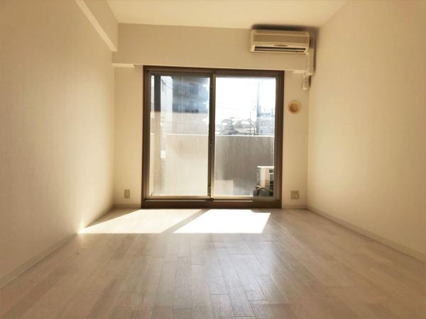 洋室約8.9帖、エアコン交換予定、室内物干し機新設予定