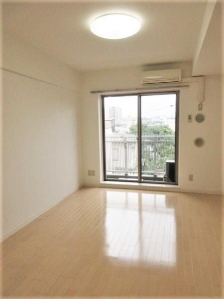 デッドスペースの少ない約8帖超の洋室
