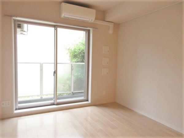 家具の配置のしやすい洋室約8帖