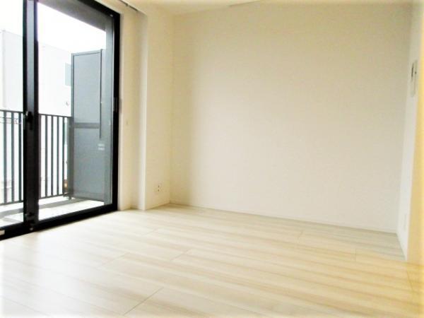 洋室(約6.06帖)デッドスペース少で家具等配置しやすい♪