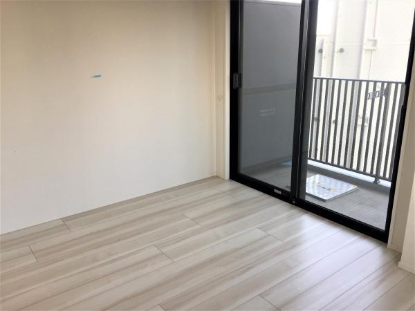 居室(約6.4帖)白を基調とした明るくきれいなお部屋です