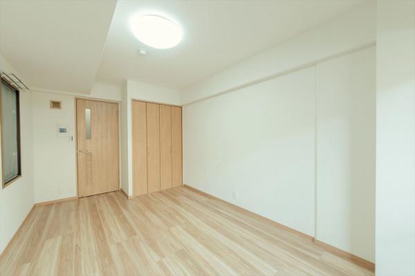 洋室(約7.5帖)デッドスペース少で二面採光の明るいお部屋