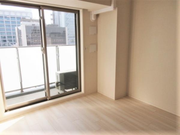 デッドスペース少で家具等配置しやすい南西向き洋室