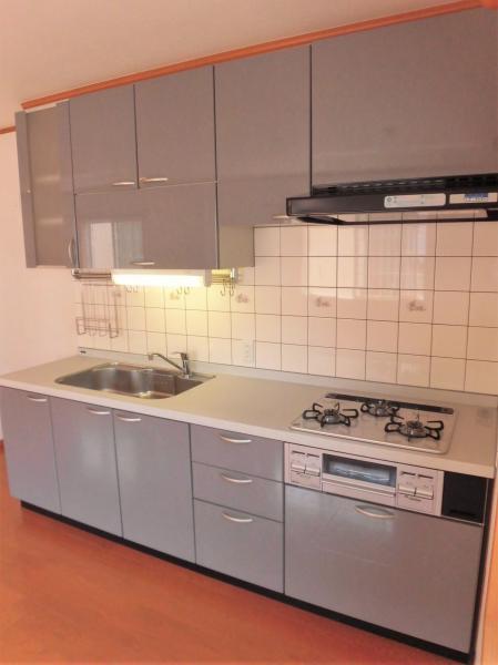 2階LDK  ※キッチンガスコンロは交換予定です。