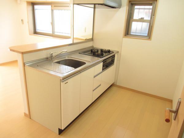 清潔、広々キッチン。3口ガスコンロ