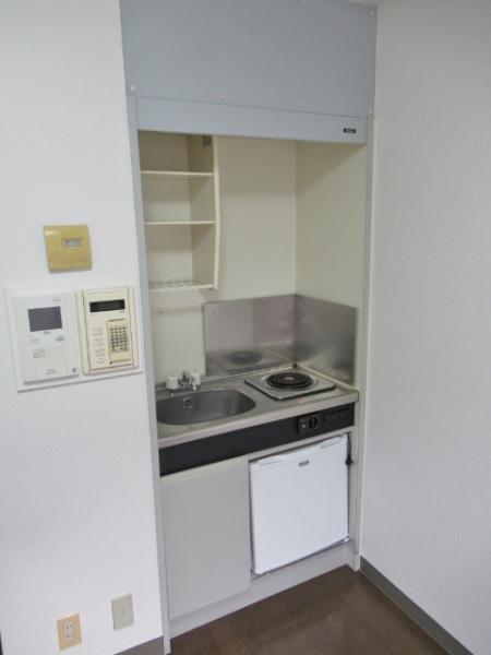 キッチンのミニ冷蔵庫は新規交換済