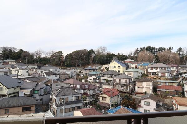 前面に高い建物は無く、開放感のある眺望です!