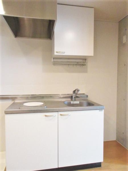 IHコンロと作業スペースのあるキッチン