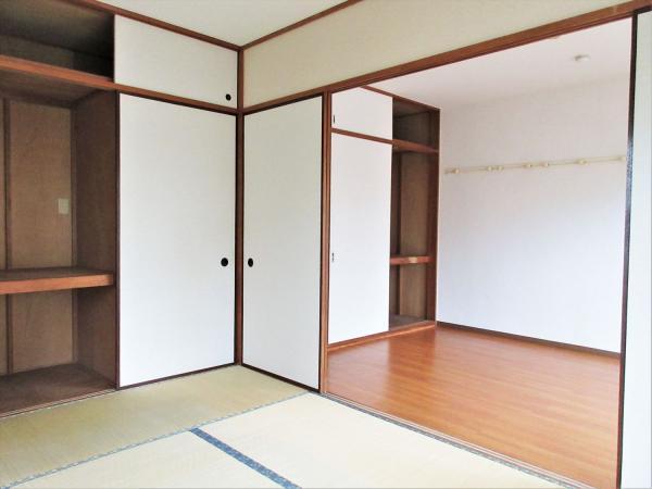 和室はバルコニーと出窓の二面採光。