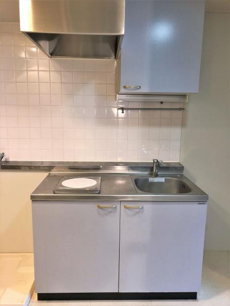 キッチンはIHコンロあり。薄い水色が魅力です