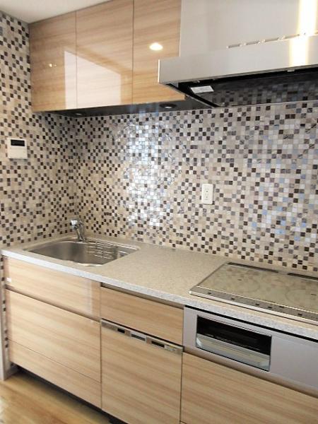キッチンはグリル付3口IHコンロ!食洗機付で家事が捗ります♪