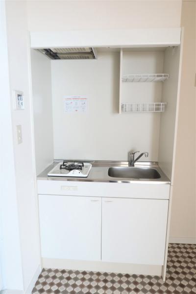 食器や調理器具等収納可能な棚あり♪