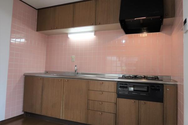 1階キッチン、コンロ・レンジフード・水栓新規交換済み