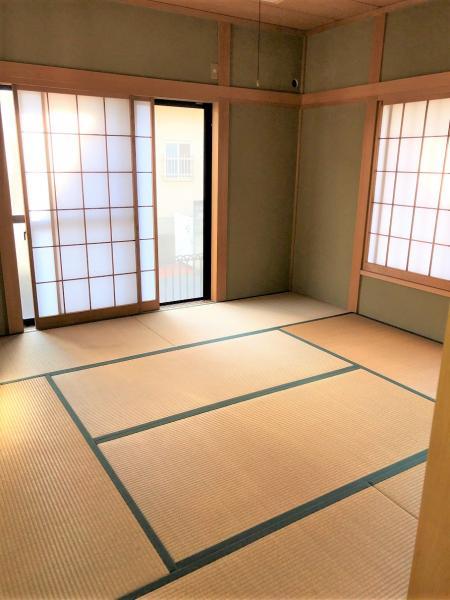 1階の和室はゆったり8帖です 床の間がございます