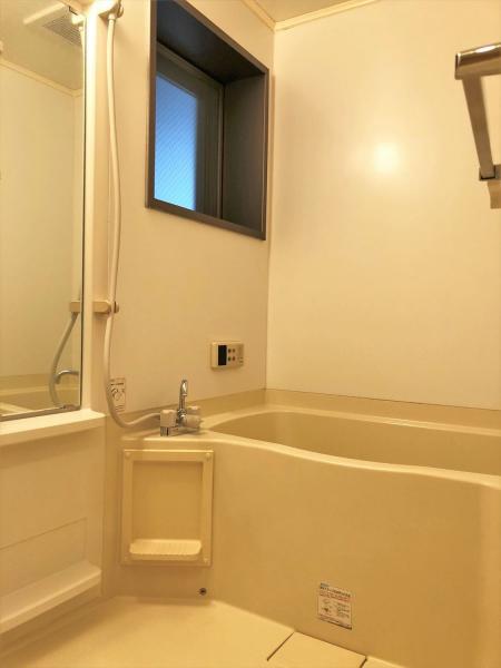 追い炊き機能・換気窓付の浴室