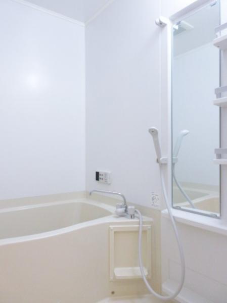 浴室は追焚き機能付き