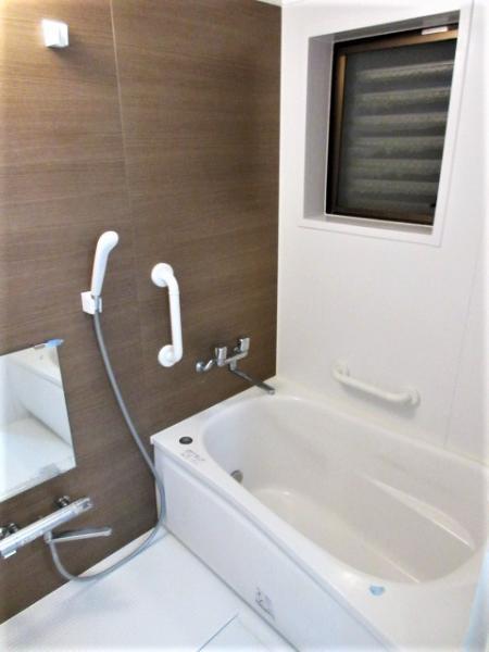 追い炊き機能・換気窓付きの浴室