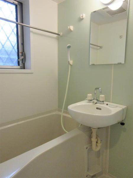 バストイレ別。窓&浴室換気暖房機有(前回募集時)