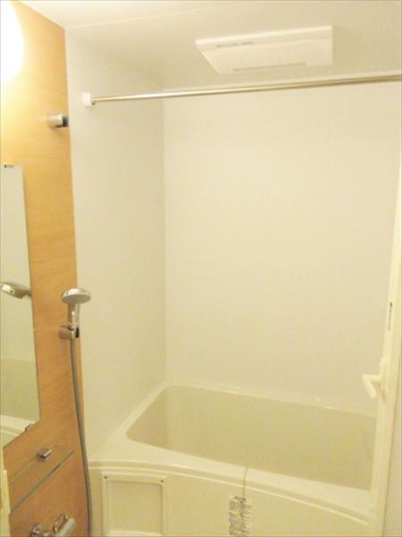浴室乾燥&ランドリーパイプ付で雨や花粉も気にせず洗濯OK♪