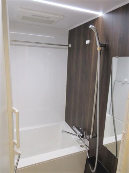 室内干しに便利な浴室乾燥機・ステンレスバー付き