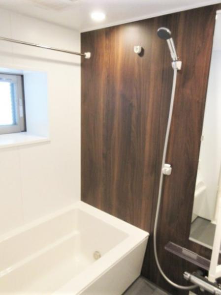 バストイレ別。窓、浴室換気暖房機、追炊き有