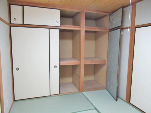 中央の和室(6帖) 収納たっぷりなお部屋です