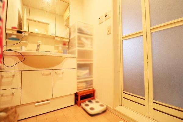3面鏡の独立洗面化粧台