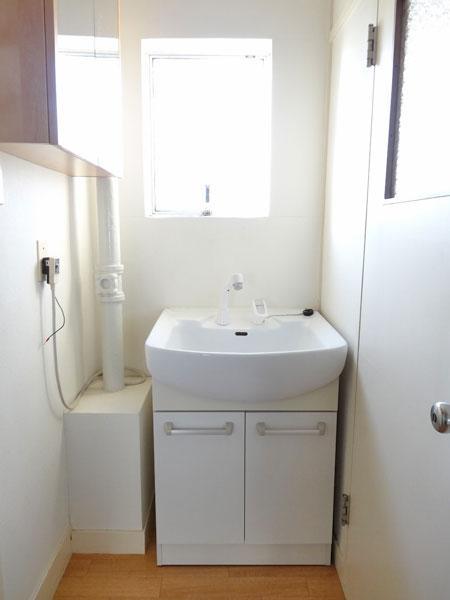 収納付きの洗面台です。