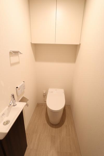 洗浄機能付暖房機能付タンクレストイレ