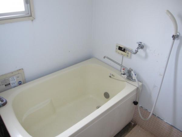 お風呂場にも窓があります