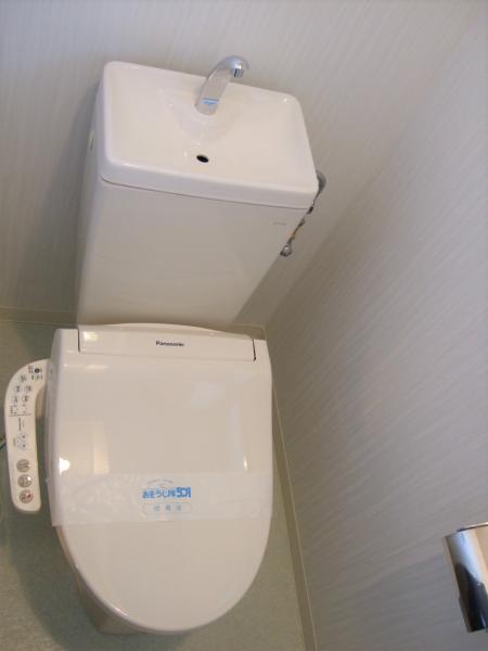 窓付で明るく換気に優れたトイレ☆