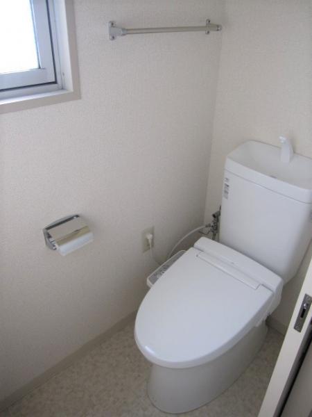 洗浄機能付便座、トイレに窓有