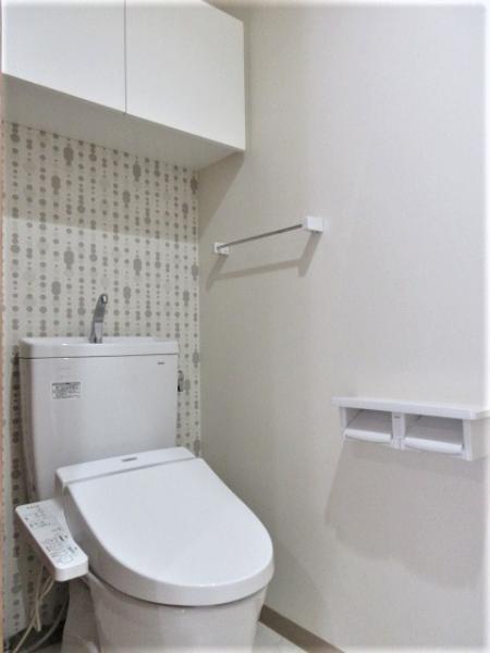 温水洗浄便座、上部収納棚付き