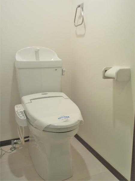トイレは快適な温水洗浄機能付便座です(前回募集時)