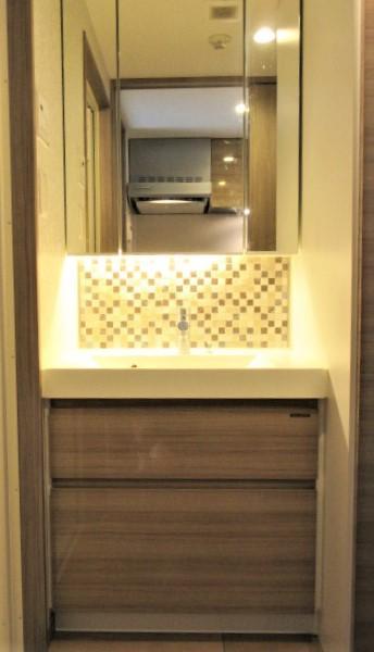 三面鏡付き洗面化粧台